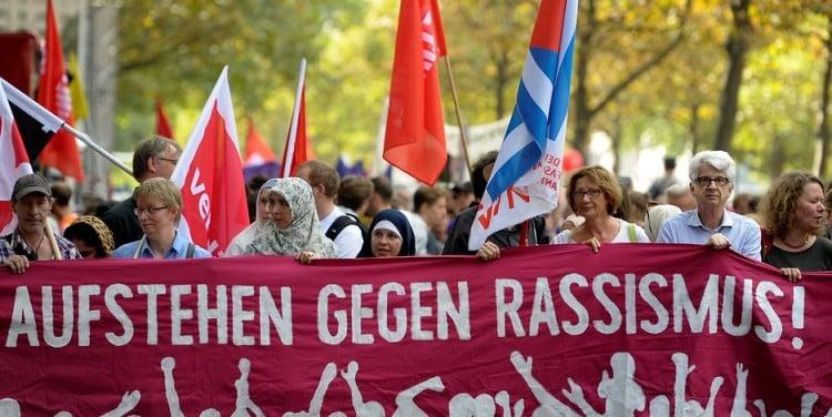 Mehr als 6.000 Menschen demonstrieren gegen die AfD und für eine solidarische Gesellschaft